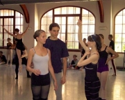 daria_klimentova_correcting_two_students_during_pas_de_deux_milan_fara